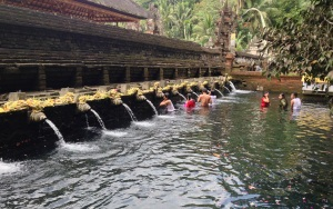 Cleansing ceremony @ Tirta Empul