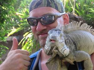 Humongen & Iguana (Iguana to the right)