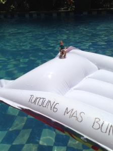 Casha & Lync enjoying the pool at Tunjung Mas