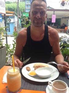 Breakfast: Oatmeal pancakes, yogurt, honey and banana. Juice from Pinapple and apple.